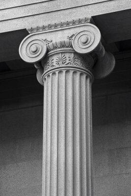 Póster columna de los detalles arquitectónicos y el simbolismo
