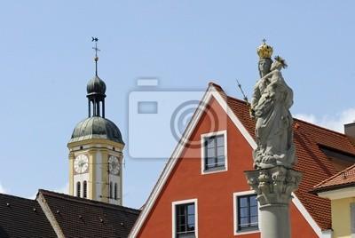 Columna mariana y torre de la Iglesia de los Jesuitas