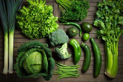 Póster Composition de légumes uniquement en una mesa en madera