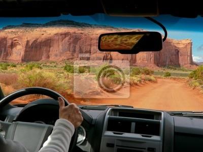 Conducir en Monument Valley, EE.UU.