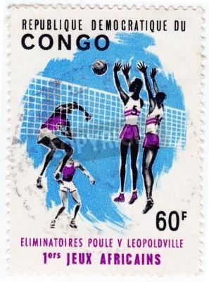 Póster CONGO - CIRCA 1975: sello impreso en el Congo muestra deportistas valleyball, alrededor de 1975