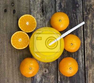 Copa de naranja vista superior jugo en la mesa