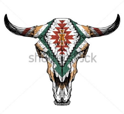 Póster Cráneo de Bull / auroch con los cuernos en el fondo blanco. con adorno tradicional en la cabeza