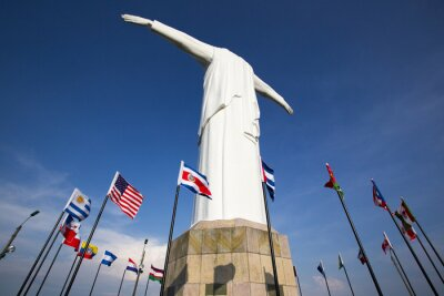 Póster Cristo del Rey statue of Cali with world flags and blue sky, Col
