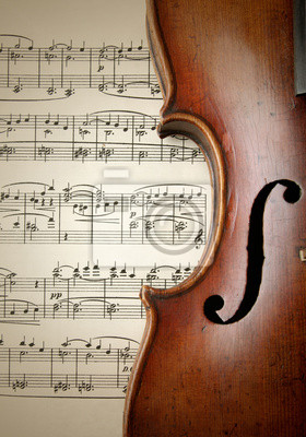 Detalle de la vieja Violín rasguñado en la hoja de música