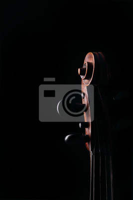 Detalle de los antiguos violín sobre fondo oscuro