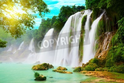 Póster Detian or Ban Gioc waterfall along Vietnamese and Chinese board.