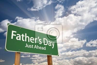 Día del Padre Green Road Sign contra el cielo dramático y nubes