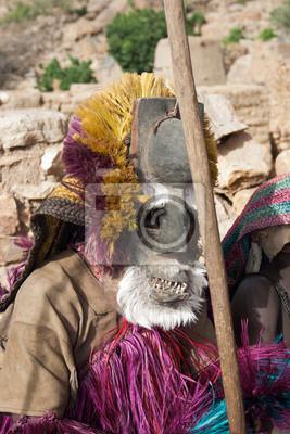 Dogon tribus hombres bailando con su máscara tradicional, Malí.