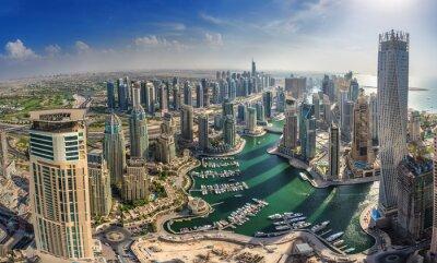 Póster DUBAI, Emiratos Árabes Unidos - 10 OCTUBRE: Edificios modernos en Dubai Marina, Dubai