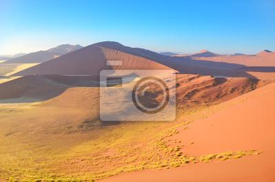 Dunas de la salida del sol del desierto de Namib, Sossusvlei, Namibia, África