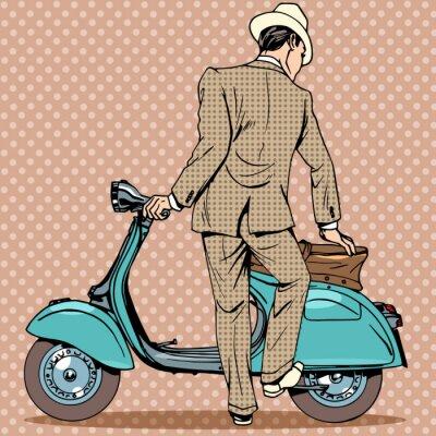 Póster El hombre recibe un scooter