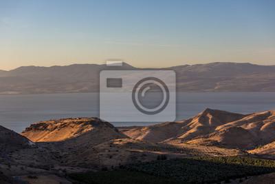 El mar de Galileia vio una luz de la tarde en Israel