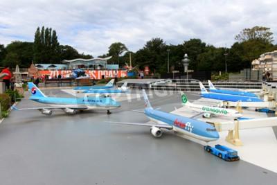 Póster El parque en miniatura famoso y la atracción turística de Madurodam, situada en La Haya, casero a una gama de réplicas modelo de la escala 1:25 de señales holandesas famosas