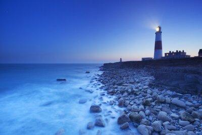 Póster El Portland Bill Faro en Dorset, Inglaterra por la noche