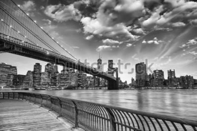 Póster El puente de brooklyn en la ciudad de nueva york.