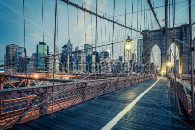 Póster El puente de Brooklyn por la noche, nyc.