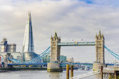 Póster El puente Fragmento y la Torre en el río Támesis en Londres, Reino Unido