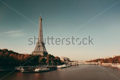Póster El río Sena París con la Torre Eiffel en Francia.