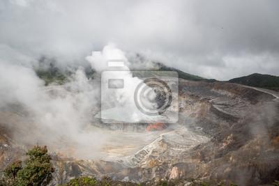 El Volcán Poás cerca de San José, Costa Rica
