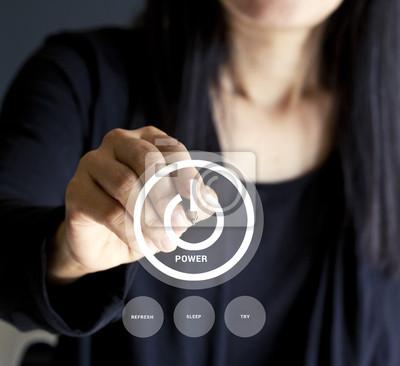 Empresaria que presiona los botones de negocio de energía, concepto de negocios