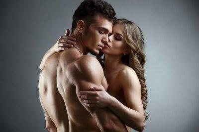 Póster Erótica. Abrazo de la atractiva pareja desnuda