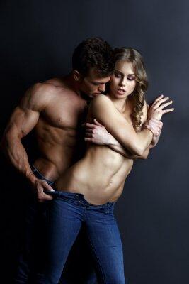 Póster Erótica. Tiras musculares apasionadas del tipo muchacha atractiva