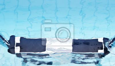 Escalera en la piscina waterf