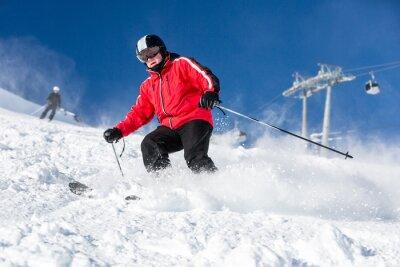 Póster Esquí Esquiador de sexo masculino en la estación de esquí