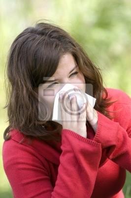 Estornudo Mujer bonita. La temporada de alergia