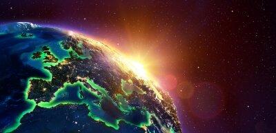 Póster Europa en la salida del sol de oro - vista desde el espacio