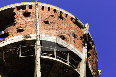 Póster Famoso Vukovar en la guerra de la patria dañado famosa torre de agua