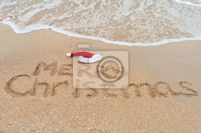Feliz Navidad escrita en la arena de playa tropical