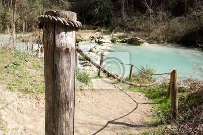 Ford en el río Elsa, Toscana, Italia.