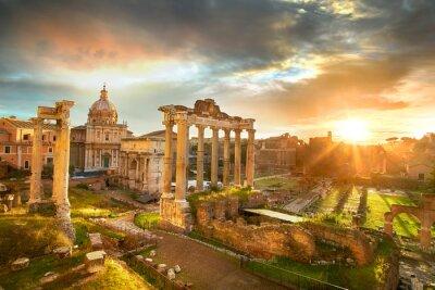Póster Foro Romano. Ruinas del Foro Romano en Roma, Italia durante el amanecer.