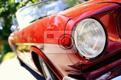 Fragmento del coche retro rojo