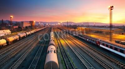 Póster Freigt Cargo estación de tren de ferrocarril en la oscuridad