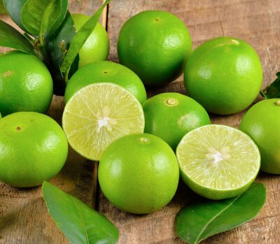 Póster Fresh lime  on wooden  background