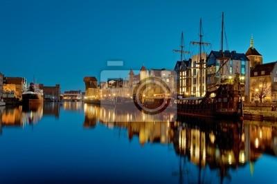 Gdansk de la orilla en la noche