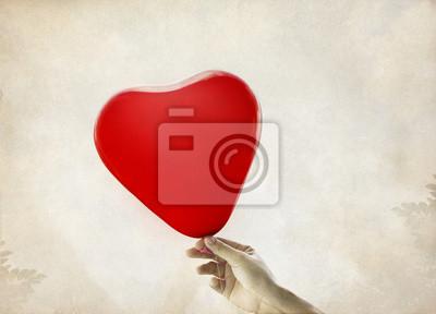 Globos rojos del corazón en el fondo de la vendimia