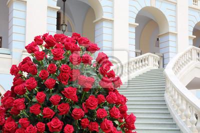 pster grandes hermoso ramo de rosas rojas cerca de escalera de mrmol blanco - Fotos De Rosas Rojas Grandes