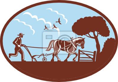 Granjero y caballo de granja que ara