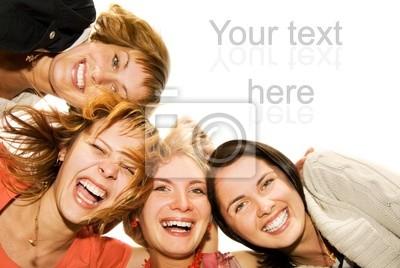 Grupo de amigos felices haciendo muecas