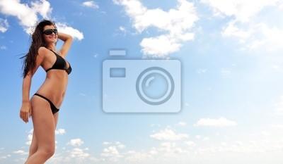Hermosa chica en la playa