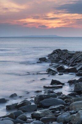 Póster Hermosa imagen del paisaje puesta de sol de la costa rocosa en Kimmeridg