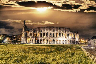 Póster Hermosa vista del Coliseo por la noche