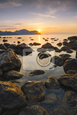 Hermoso amanecer del mar