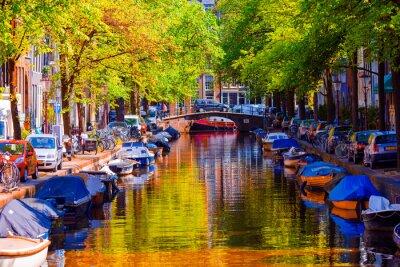 Póster Hermoso canal en la ciudad vieja de Amsterdam, Países Bajos, Holanda del Norte.
