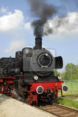 histórico tren a vapor en el perennes, estación de tren Oberneufnach