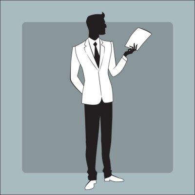 Hombre de negocios en ropa moderna lee el informe